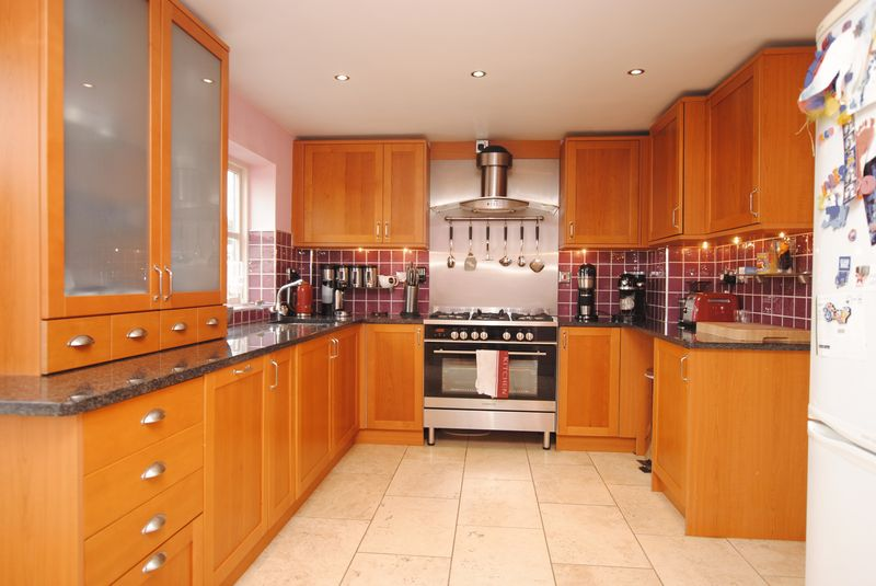3 bedrooms New Home Apartment / Flat for sale