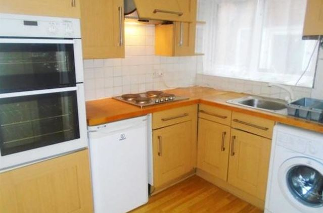 3 bedrooms Semi-Detached Apartment / Flat for sale